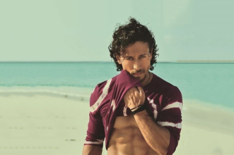Tiger Shroff beach photo